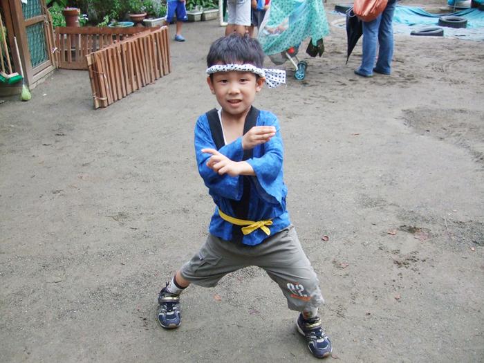 2010.8.14撮影。お泊り保育から1ヶ月後の幼稚園の夏祭り。周囲が劇的改善にどよめきました。